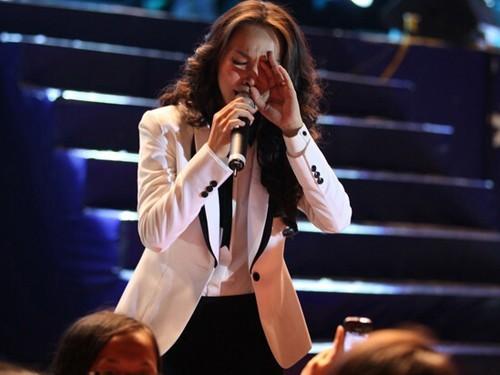 ... khi ca khúc hit Nhật ký của mẹ, Hiền Thục gần như khóc ở hầu hết tất cả buổi biểu diễn vì xúc động với nội dung bài hát