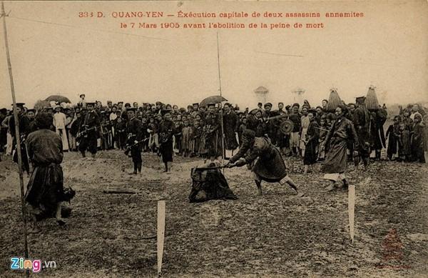 Bức ảnh mô ta cảnh xử chém những người theo Nghĩa quân Yên Thế.