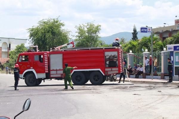 Xe cứu hỏa kịp thời tới hiện trường