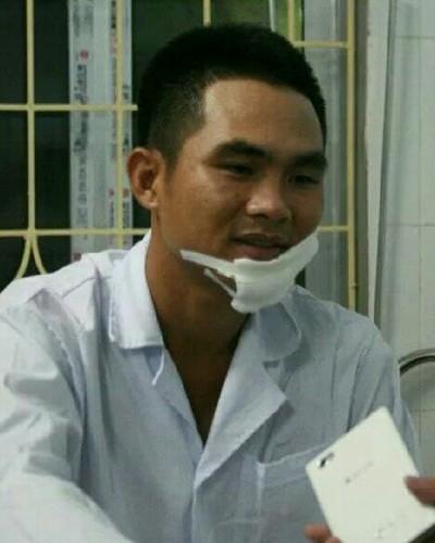 Thiếu úy Hiếu đang được điều trị tại bệnh viện.