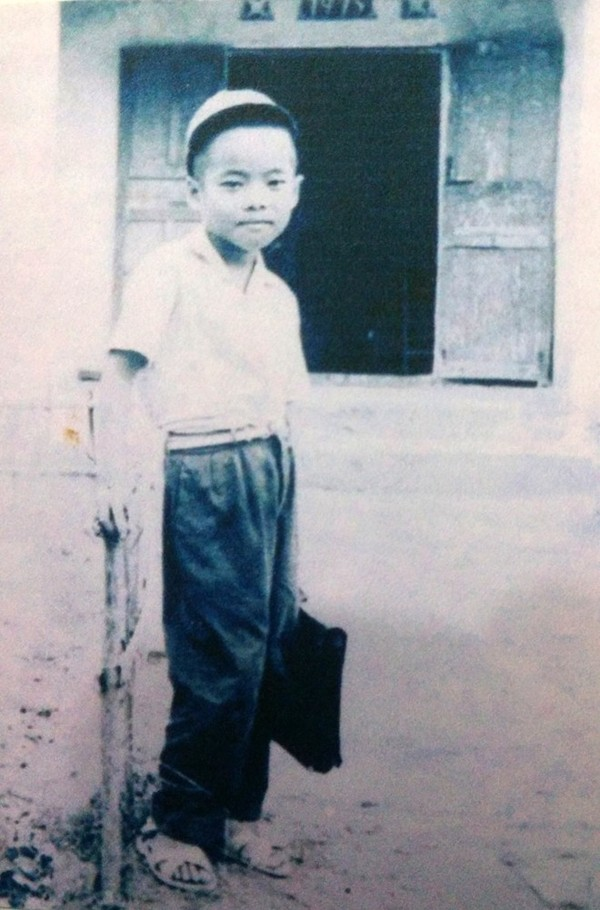 Ảnh thơ ấu của 'ông hoàng nhạc sến' Ngọc Sơn