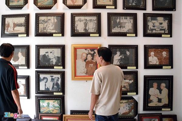 Anh Quang làm bộ ảnh 100 bức về Bác Hồ để kỷ niệm 100 năm Bác ra đi tìm đường cứu nước, các bức tranh này anh không bán, chủ yếu dùng để trưng bày, làm quà tặng.