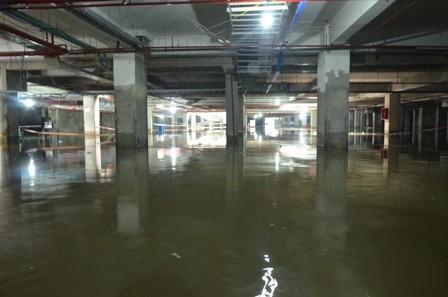 Tầng hầm chung cư Khang Gia luôn ẩm thấp