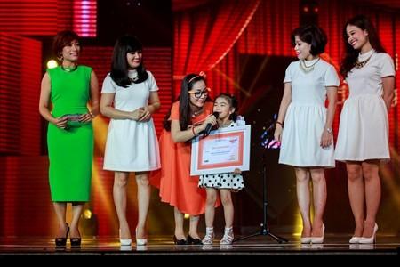 Giải Bé đáng yêu nhất thuộc về cô bé 5 tuổi rưỡi
