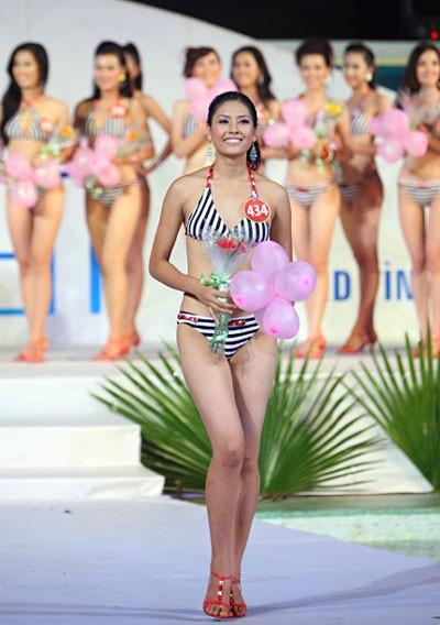 Nguyễn Thị Loan giành danh hiệu Người đẹp Biển tại cuộc thi Hoa hậu Việt Nam 2010