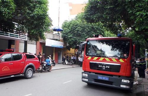 Cảnh sát chữa cháy có mặt hiện trường vụ nổ trên đường Lê Thị Riêng. Ảnh: An Nhơn