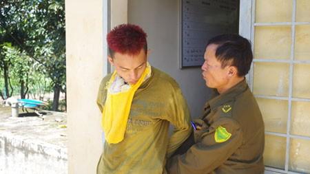 Đối tượng Nguyễn Tần Anh Triết bị khống chế, bắt giữ