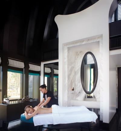 Ngoài giải thưởng khu nghỉ dưỡng hàng đầu về dịch vụ giải trí và ẩm thực tại châu Á 2014, InterContinental Danang Sun Peninsula Resort còn được bình chọn thêm 3 giải: Asia's Leading Luxury Resort 2014 - Khu nghỉ dưỡng sang trọng nhất Châu Á 2014; Vietnam's Leading Resort - Khu nghỉ dưỡng tốt nhất Việt Nam; Vietnam's Leading Spa Resort- Khu nghỉ dưỡng có dịch vụ spa tốt nhất Việt Nam.