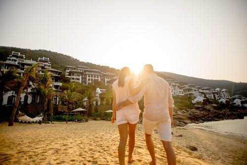 Giải thưởng World Travel Awards thường niên lấy tiêu chí cao nhất là sự hài lòng của khách hàng để đánh giá các đơn vị xuất sắc. Các cuộc bình chọn liên tục được thực hiện trên trang web Worldtravelawards. Hàng trăm nghìn phiếu bầu được gộp lại từ các du khách, công ty du lịch vận tải và tổ chức du lịch trên hơn 160 quốc gia để bình chọn nên người chiến thắng. Mỗi lá phiếu của các chuyên gia về ngành du lịch sẽ có giá trị bằng 2 lần lá phiếu của các du khách.