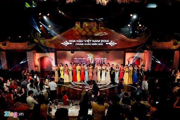 Màn trình diễn áo tắm của Top 20 thí sinh miền Bắc HHVN
