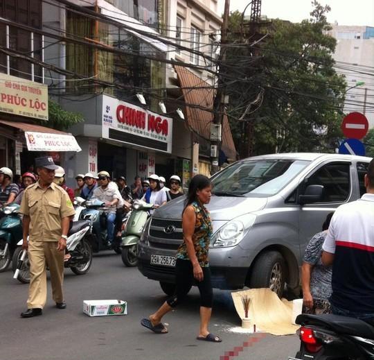 Chiếc xe gây tai nạn ngay giữa đường