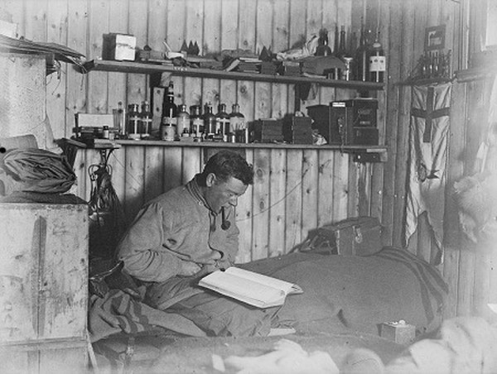 Cuốn nhật ký thám hiểm nằm trong băng đá Nam Cực suốt 100 năm