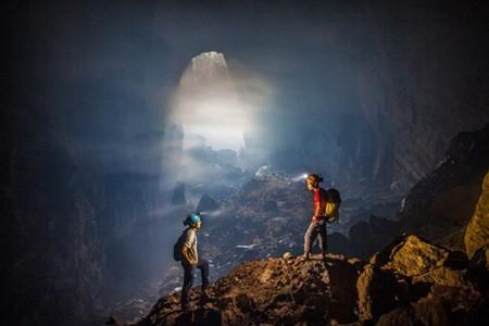 Bên trong hang lúc nào cũng mờ ảo hơi nước