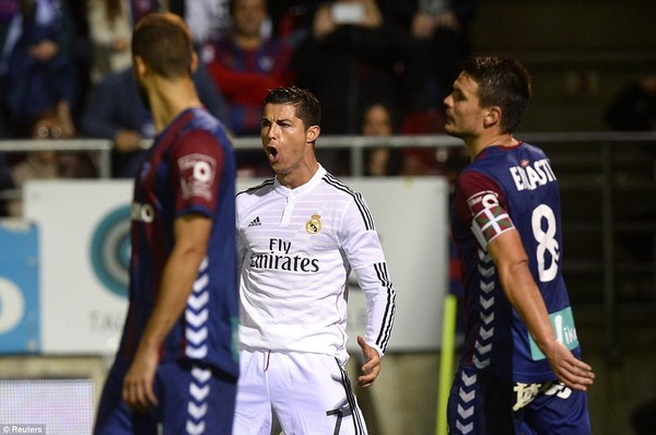 C.Ronaldo tỏa sáng với một cú đúp vào lưới Eibar