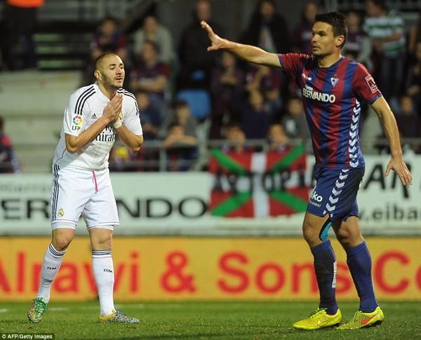 Benzema cũng để lại dấu ấn với một bàn thắng