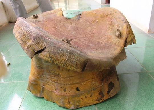 Chiếc trống đồng được gia đình ông Hiển phát hiện trong lúc đào ao thả cá