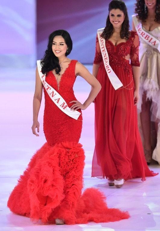 Nguyễn Thị Loan trình diễn trên sân khấu chung kết Hoa hậu Thế giới. Ảnh: Miss World