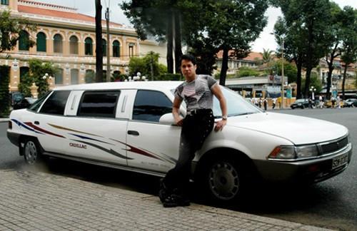 Ca sĩ Ngọc Sơn, ông vua của dòng nhạc sến, là ngôi sao đầu tiên của Việt Nam sở hữu chiếc siêu xe Cadillac vào năm 1995.