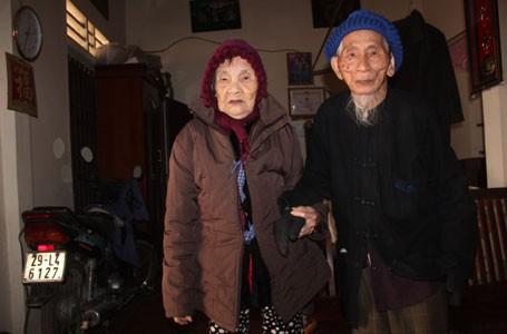 84 năm vẹn nghĩa vợ chồng, đã có 130 con, cháu, chắt, dâu, rể, hai cụ vẫn rất hạnh phúc.