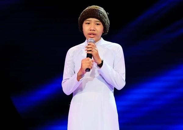 Cô bé quy y sở hữu giọng hát được đánh giá đầy cảm xúc và thoát tục.