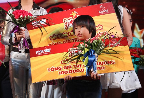 Thần đồng đánh trống Nguyễn Trọng Nhân đăng quang Nhí tài năng 2014