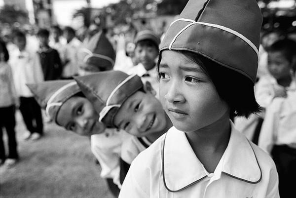 Học sinh mặc đồng phục - Ảnh chụp năm 2003 tại thành phố Hạ Long, tỉnh Quảng Ninh