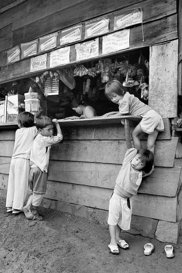 Trẻ em tại xã Lát, Đà Lạt - Ảnh chụp năm 2003