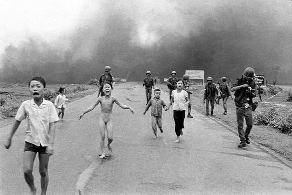 """Bức ảnh nổi tiếng thế giới """"Em bé napalm"""" Phan Thị Kim Phúc - Ảnh: Nick Út, chụp năm 1972"""