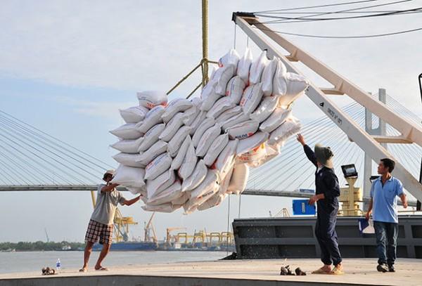 Vào thời khó khăn Việt Nam phải vay gạo của Indonesia. Nay thì mỗi năm Việt Nam xuất khẩu hàng trăm tấn gạo sang Indonesia - Ảnh: T.Đạm