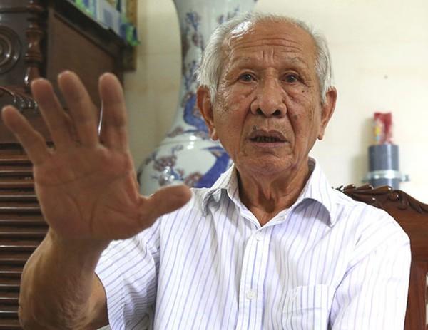 Ông Lê Văn Triết, nguyên bộ trưởng thương mại trong cuộc trò chuyện với phóng viên Tuổi Trẻ - Ảnh: Q.V.