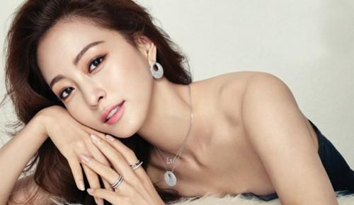 Kế tiếp là người đẹp Han Ye Seul.