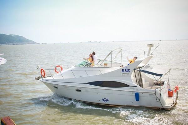 Ngân Khánh suýt chết đuối khi quay phim trên biển