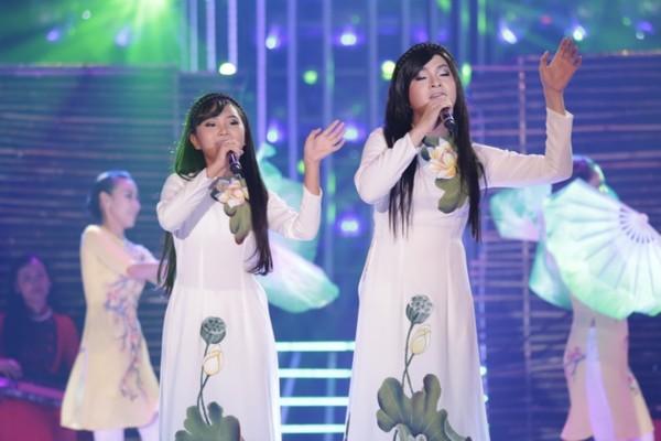 Phương Mỹ Chi – Nam Cường hóa thân thành nữ ca sĩ Phi Nhung.