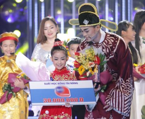 """Giải nhì thuộc về Bảo Ngọc- Phan Ngọc Luân, cả hai còn ẵm luôn giải phụ """"Cặp thí sinh thân thiện nhất""""."""