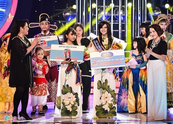 Tuy nhiên, Phương Mỹ Chi chưa kịp vui mừng khi MC Đại Nghĩa công bố cô bé về vị trí cuối cùng trong top 4.