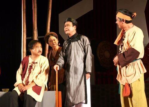 NSƯT Phạm Bằng từng đoạt hai huy chương vàng trong Hội diễn Sân khấu toàn quốc với vai lý trưởng trong vở kịch