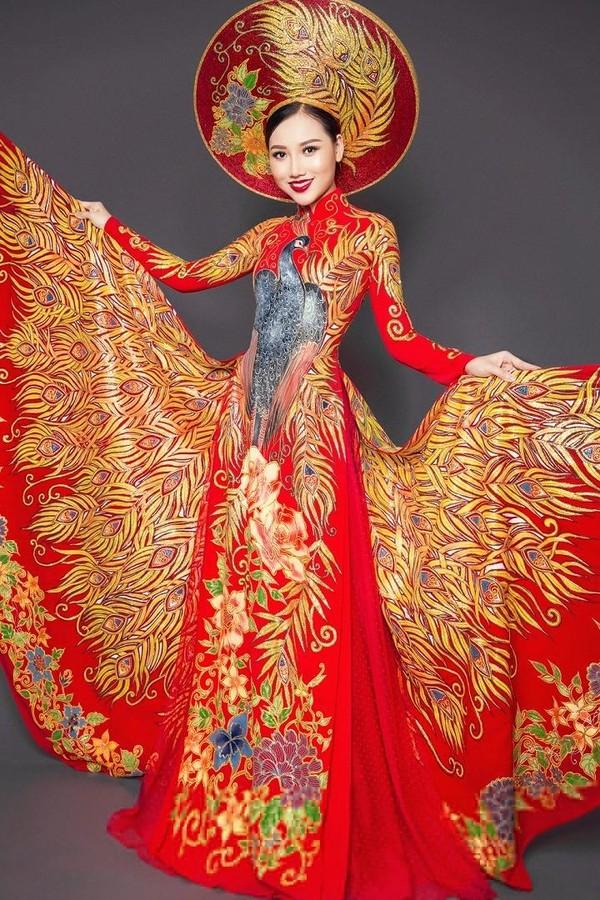 Hoàng Thu Thảo rạng rỡ trong trang phục dự thi Hoa hậu du lịch Quốc tế 2016. Ảnh VTC