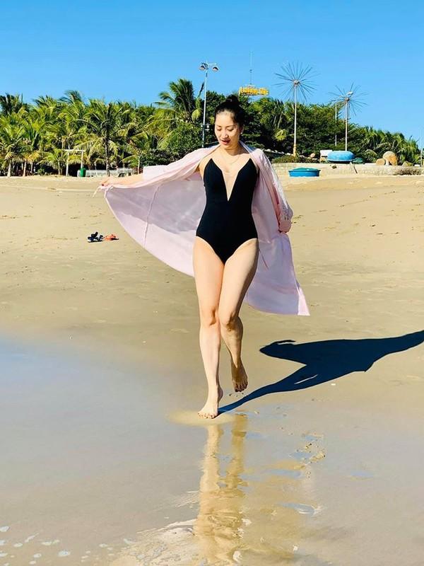 Nữ hoàng dancesport Khánh Thi khoe dáng trên biển - ảnh 6