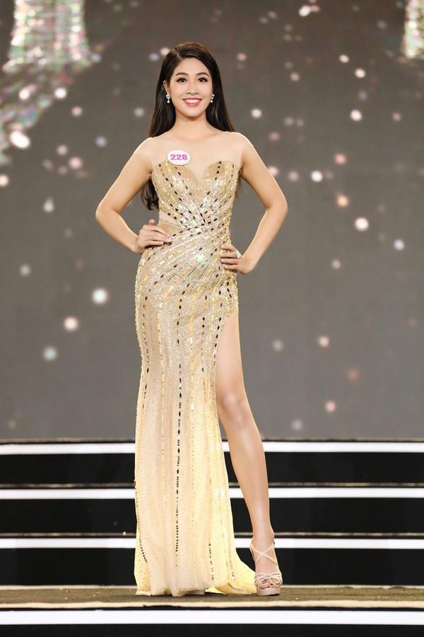 Ngắm Đặng Vân Ly nữ tiếp viên hàng không vào Chung kết Hoa hậu - ảnh 4