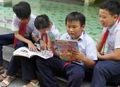 Thăm, tặng quà cho học sinh Trường Tiểu học Trường Sa
