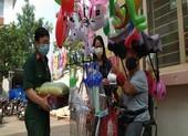 Trao 50 suất quà hỗ trợ người dân ở xã Vĩnh Lộc B
