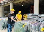 Ca sĩ Tùng Dương mua vật liệu thiết yếu gửi TP.HCM chống dịch