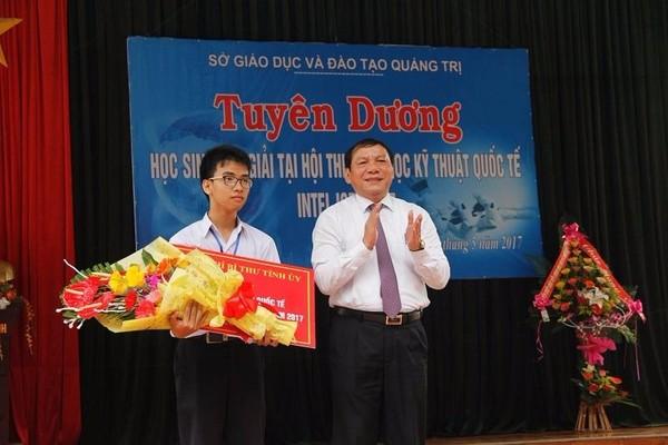 Phạm Huy được tuyên dương tại quê nhà.