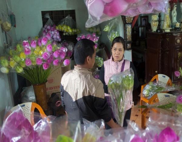 Anh Nguyễn Hiếu (34 tuổi, cơ sở hoa giấy Nguyễn Hóa)