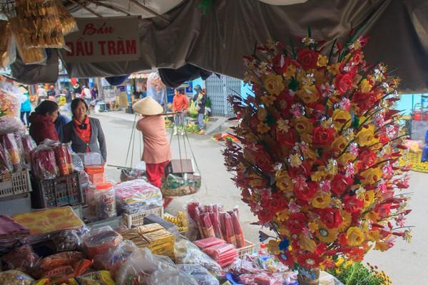 Tại Thừa Thiên - Huế mặt hàng hoa giấy Thanh Tiên được bày bán khắp nơi,