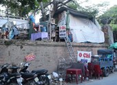 Người dân sống trên di tích kinh thành Huế trước khi di dời