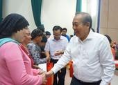 Phó Thủ tướng Trương Hòa Bình trao quà tết cho đồng bào Chăm