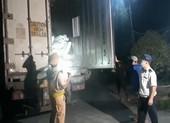 Phát hiện 30 tấn nội tạng bốc mùi hôi thối trên xe container