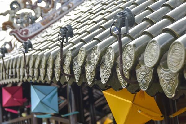 Trong quá trình thi công, các đơn vị liên quan tiến hành hạ giải toàn phần công trình, gia công các cấu kiện sắt, đổ bê tông cốt thép phần móng, mố trụ cầu. 2