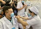 TP.HCM tiếp tục tiêm vaccine COVID-19 cho nhân viên chống dịch